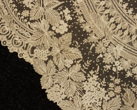 HANDMADE BUSSELS APPLIQUE LACE SHAWL MID 19th (2)